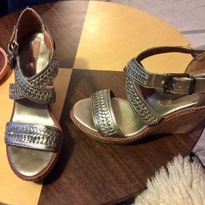 Banana Republic Wedges silver gold leather Sz 9